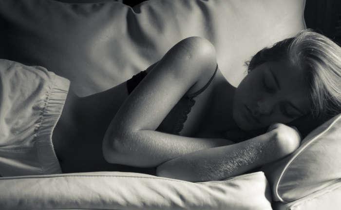 como recuperar la voz dormir bien