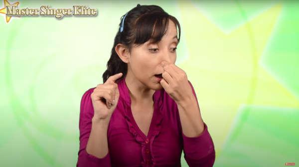 no engolar la voz nasal