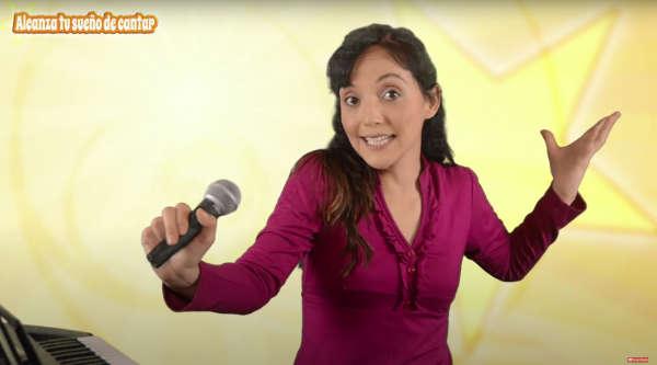 mover el microfono para cantar